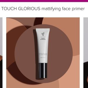 Younique TOUCH GLORIOUS mattifying face primer